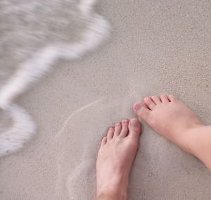 feet_on_the_beach_